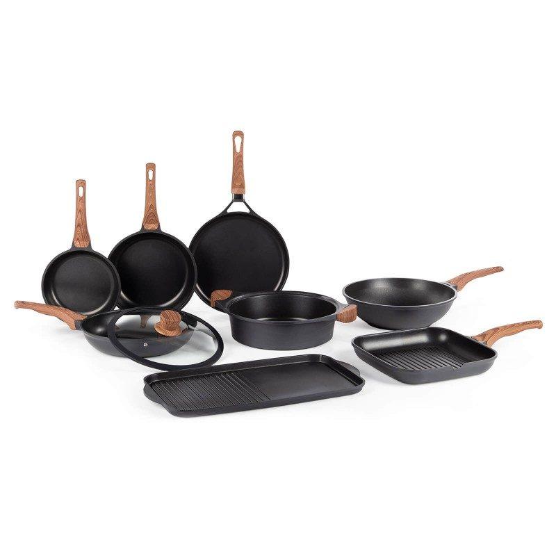 Vok  Black Line prečnika 30 cm pripada vrhunskom posuđu sa inovativnim i tehnološki naprednim mineralnim premazom razvijenim u Njemačkoj. Neljepljivi mineralni premaz pruža prirodnu metodu pečenja sa malo masnoće. Hrana na taj način zadržava sve vitamine i minerale koji našem tijelu trebaju za zdrav život. Pogodan je za sve ploče za kuhanje, uključujući indukcionu, lako se pere, čak i u mašini za pranje posuđa. Sve Black Line posude bazirane su na višeslojnoj strukturi, čime se obezbeđuje dug vijek trajanja i visok nivo otpornosti i izdržljivosti.