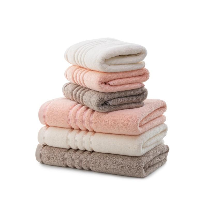 Peškir koji se brzo suši. Quick Dry peškiri su izraženi od 100% dugovlaknog pamuka koji se veoma brzo suši. Zahvaljujući dugim vlaknima pamuka to je peškir sa odličnom upojnošću i najmekši peškir u tvojoj kupaonici. Izrađeni su od prirodnih materijala i zato je odličan izbor za sve sa osjetljivom kožom. Izuzetno su izdržljivi i stoga se mogu prati na 60 ° C, a pogodni su i za sušenje u sušilici što dodatno ubrzava već brzo sušenje.