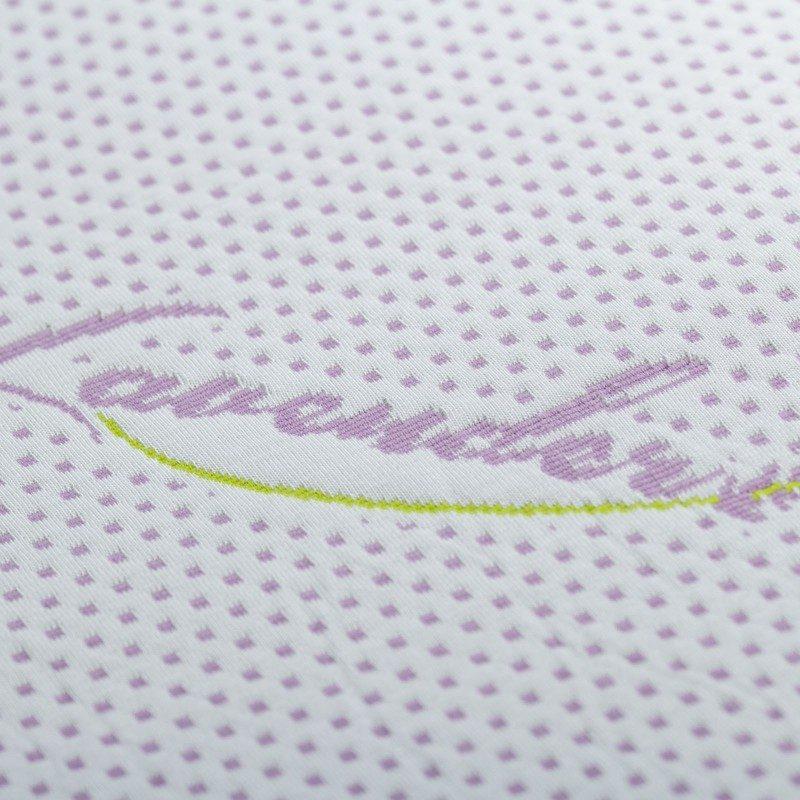 Nadmadrac od memorijske pjene Lavender Memory je visok 3,5 cm i daje dodatnu mekoću i udobnost vašem madracu, produžava njegov vijek trajanja i omogućava da se ujutro budite omodrni i naspavani. Jezgro od ViscoCell Memory memorijske pjene se prilagođava tijelu i osigurava mu kvalitetan odmor. Za dodatnu ogodnost brine se esencija lavande u presvlaci koji djeluje opuštajuće, otklanja napetost i nesanicu. Navlaka nadmadraca se skida i periva je na 60 °C.