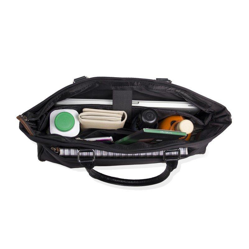 Čiste linije, elegancija i modernost u jednom. Torba za laptop je posebno primjerena za poslovne ljude, koji žele nešto više od same torbe za prenošanje.