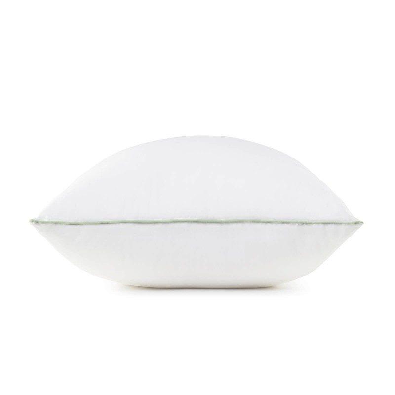 Klasični oblik jastuka s pamučnom tkaninom idealan je izbor za sve koji žele imati dodir s prirodnim materijalima. Izuzetna mekoća za sve koji su ljubitelji mekanih jastuka. Dimenzije 50x70 cm.