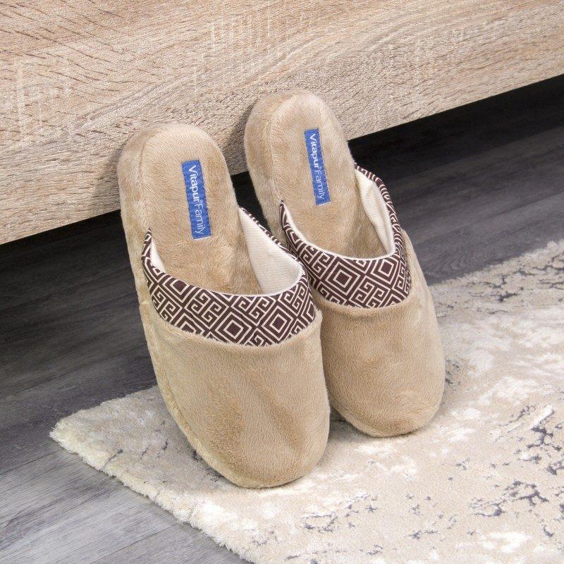 Lagan korak za vaša stopala kako biste im pružili maksimalnu udobnost! Mekane papuče SoftTouch Home izrađene su od visokokvalitetnih mikrovlakana koji vam pružaju osjećaj mekoće i udobnosti. Jednobojne papuče boje s mekanim džonom i dekorativnim rubom za sve ukuse. Dostupne su u različitim bojama i primjerene su za žene. Nije preporučeno pranje u mašini za veš.