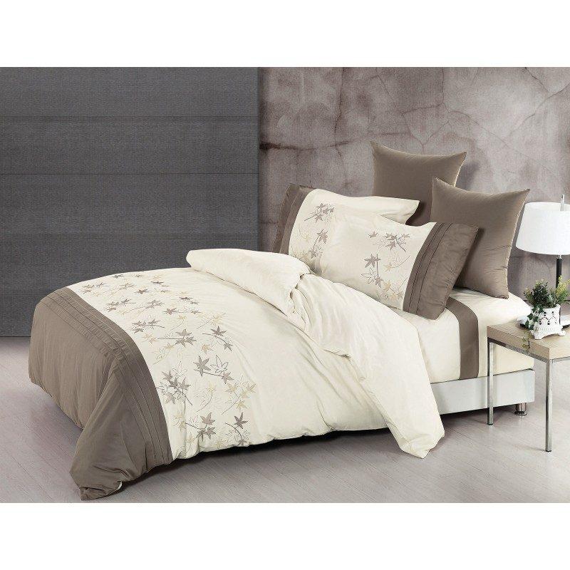 Čudovita posteljnina iz kakovostnega 100 % bombaža. Očarala vas bo z jesenskim vezenjem in nežnimi, nevpadljivimi barvami.