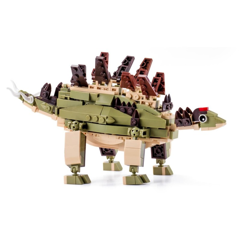 Voliš filmove o Jurassic Parku? Sada su u vašoj kući dinosaurusi! Izaberite svog omiljenog dinosaurusa i napravite strašnu filmsku scenu Jurassic Parka! Postoji čak 10 različitih dinosaurusa koje ćete bolje upoznati zabavnim sastavljanjem. Učenje i kreativno stvaranje Djeca vole kockice, vole da kreiraju i stvaraju. Sa Kiddo kockama ulaze u svijet dinosaurusa na zabavan i poučan način. Kockice su korisne za slobodno vrijeme. Podstiču maštu i kreativnost. Komplet sadrži 297 dijelova. Primjereno za djecu od 6 godina. Da li dovoljno poznajeteStegosaurusa? Stegosaurusi suimali 17 koščanih izbočina duž tijela. Najveće izbočine u obliku trouglova bile su dugačke i široke 76 cm. Moguli su da regulišu tjelesnu temperaturu uz pomoć njih, a služili su im i za odbranu i parenje. Pošto su zadnje noge bile jače i duže od prednjih mogli su da se penju na njih i na taj način dosegnu do vegetacije u višim nivoima. Bili su veoma spori, teško su bježali od neprijatelja.Njihova specijalnost bila je jako mali mozak, najmanji među svim dinosaurusima, veličine lopte za golf. Naučnici vjeruju da nisu bili baš bistri dinosaurusi. Opšte karakteristikeStegosaurusa:  Visina: 2.8 m Dužina: 8.5 m Težina: do 3 tone Mjesto: Sjeverna Amerika Period: prije 156-140 miliona godina Hrana: biljojedi