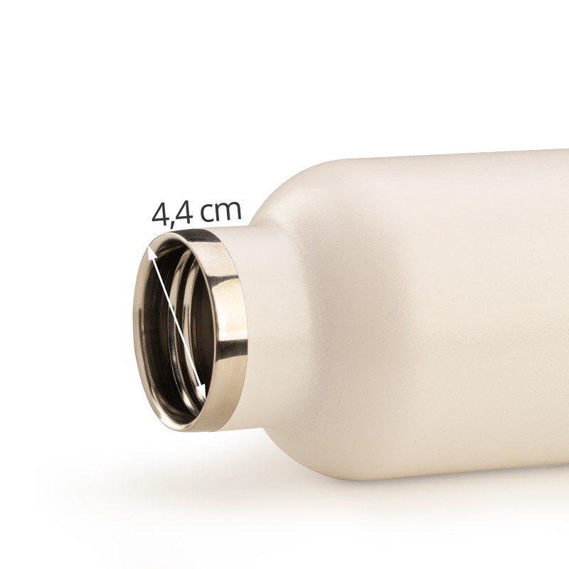 Visokokvalitetna vakuumska termos boca od nehrđajućeg čelika, ne veže na sebe miris ili okus. Ima dvostruko izolirani zid tako da čuva tekućinu hladnom 24 sata i toplom 12 sati. Moderno dizajnirana termosica ima poseban premaz za lakše prijanjanje. Eleganciju joj daje poklopac od bambusa.