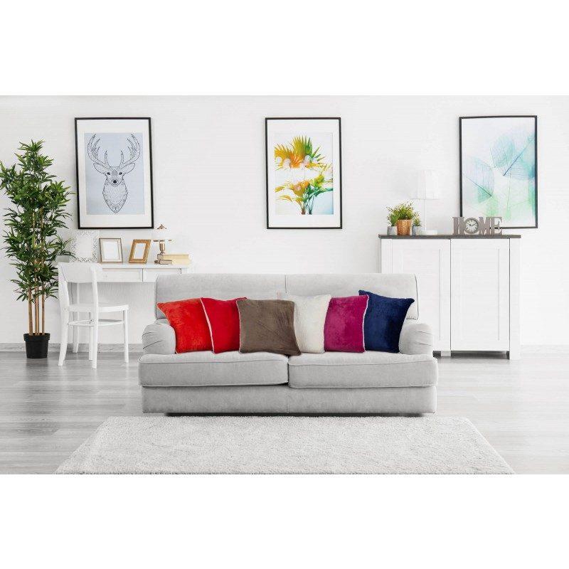 Mekan dekorativni jastuk Beatrice Solid od kvalitetnih mikrovlakana za ugodne i opuštajuće trenutke na svakom koraku: u spavaćoj sobi, dnevnoj sobi, na putovanju ili na pikniku. Jastuk možete upotrebljavati na obje strane: na jednoj strani je izuzetno mekana bijela tkanina, a na drugoj strani je predivna boja. Dekorativni jastuk može poslužiti kao poklon koji će razveseliti vaše najbliže. Jastuk je periv na 30 °C..
