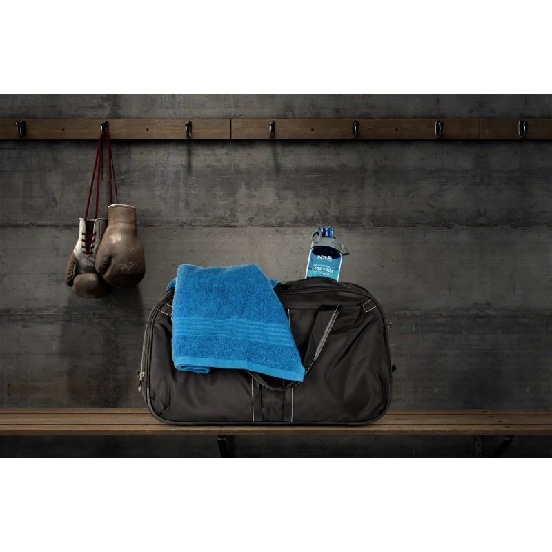 Crna sportsko-elegantna putna torba Soho može se dodatno proširiti za 20%. Može se koristiti kao putna ili sportska torba te se praktično sprema i zauzima vrlo malo mjesta. Mekana ručka i duža naramenica omogućavaju jednostavno nošenje na ramenu. Središnja veća pregrada je dovoljno velika za veće predmete, a prednja manja pregrada omogućava brzi pristup osnovnim stvarima poput ključeva, maramica i slično.