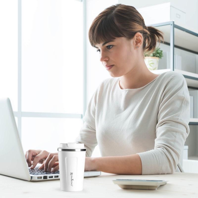 """Termo šolja za kafu ili čaj Rosmarino od kvalitetnog nehrđajućeg čelika sa dvostrukom izolacijskom stijenkom koja održava napitak hladnim do 8 sati i toplim do 4 sata. Šolja za višekratnu upotrebu je najbolja alternativa lšolji za jednokratnu upotrebu, ne sadrži petrohemikalije i BPA, ne pušta umjetni okus pića. Šolja zapremine 350 ml savršene veličine za vaš najdraži napitak """"to go"""": kafu, čaj i slično. Zahvaljujući poklopcu šolja ne prolijeva i 100% zadržava tekućinu. Primjeren za pretežito sve automobilske držače za šolje."""
