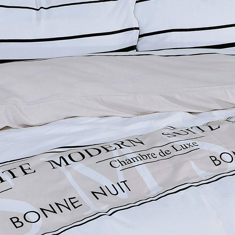 Vrijeme je za potpuno uživanje u modernim pamučnim posteljinama! Posteljina Modern Suite od mekanog pamučnog satena, koji je satkan od visokokvalitetnog, tankog tkanja. Posteljina od satena je prekrasan ukras vaše spavaće sobe, a u isto vrijeme odličan izbor za udoban i ugodan san. Moderan dizajn s natpisom će vas zasigurno oduševiti. Posteljina je periva na 40 °C.