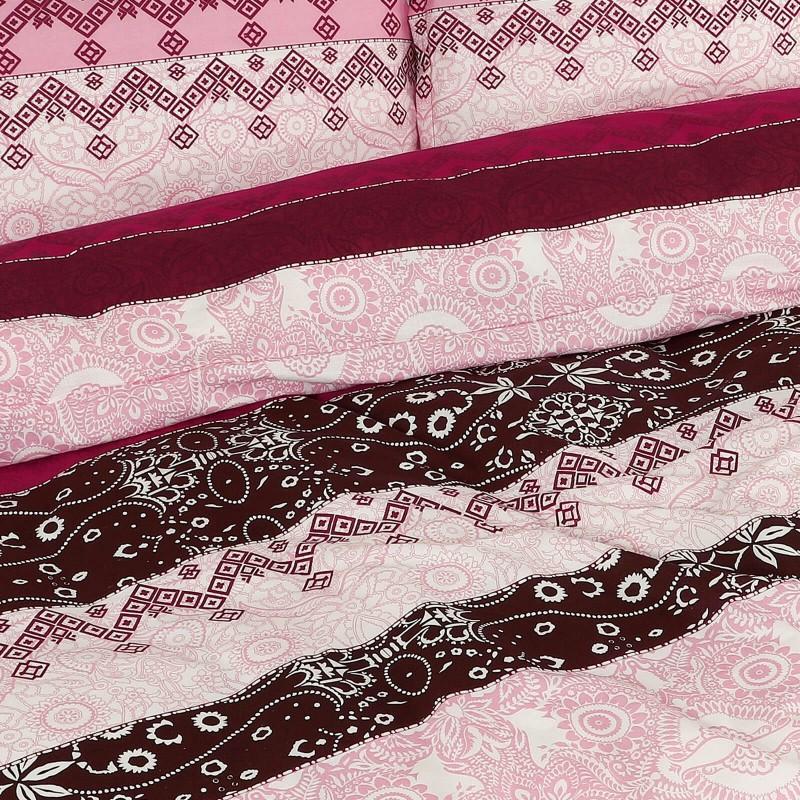 Vrijeme je za potpuno uživanje u modernim pamučnim posteljinama! Posteljina Laila od renforce platna, mekane tkanine, jednostavne za održavanje. Posteljina je savršeni ukras vaše spavaće sobe, a u isto vrijeme odličan izbor za udoban i ugodan san. Posteljina je periva na 40 °C.
