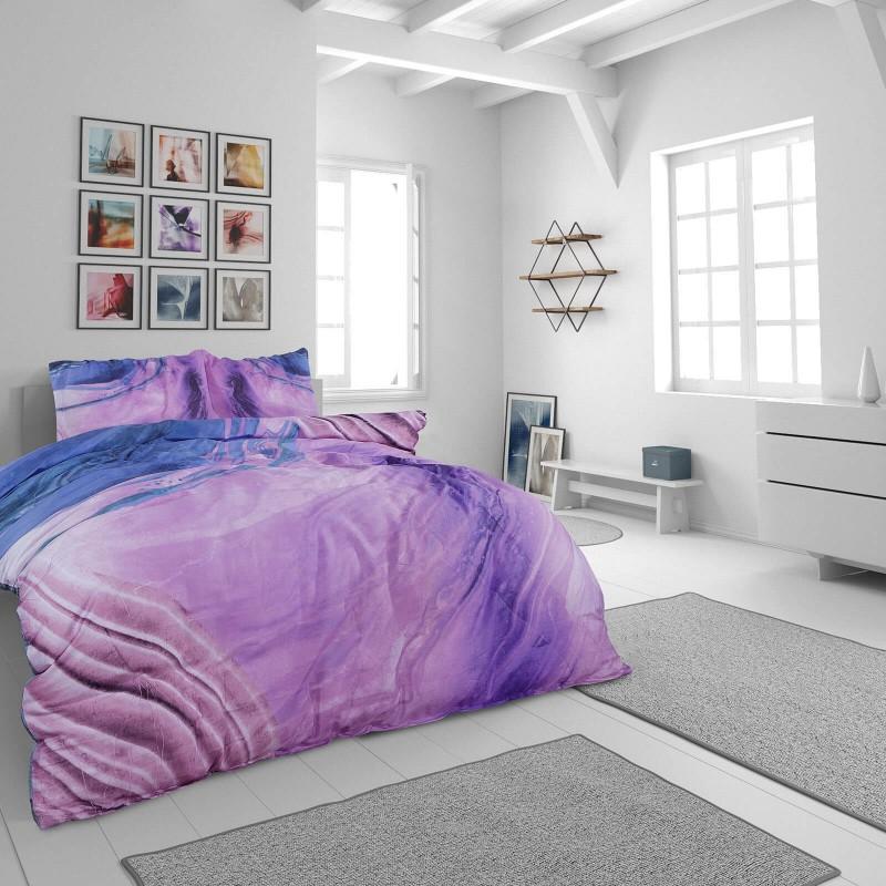 Vrijeme je za potpuno uživanje u modernim pamučnim posteljinama! Posteljina Loir od mekanog pamučnog satena, koji je satkan od visokokvalitetnog, tankog tkanja. Posteljina od satena je prekrasan ukras vaše spavaće sobe, a u isto vrijeme odličan izbor za udoban i ugodan san. Posteljina je periva na 40 °C.