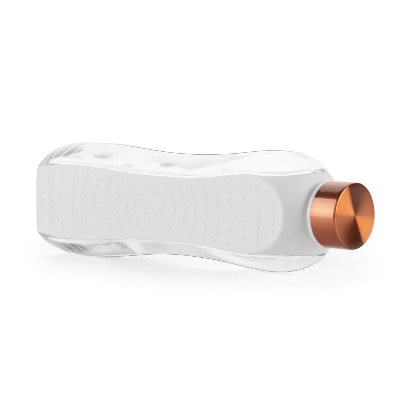 Rosmarino staklena boca od 660 ml za svakodnevnu upotrebu i sve ljubitelje aktivnog i modernog načina života. Moderan dizajn, prozirno i čvrsto staklo za višekratnu upotrebu. S dodatnom zaštitnom ovojnicom koja štiti vašu bocu od udaraca i ostalih mehaničkih oštećenja. Smanjimo korištenje štetne plastike! Odaberite bocu od nepogrešivog i čvrstog stakla koje se jednostavno reciklira.