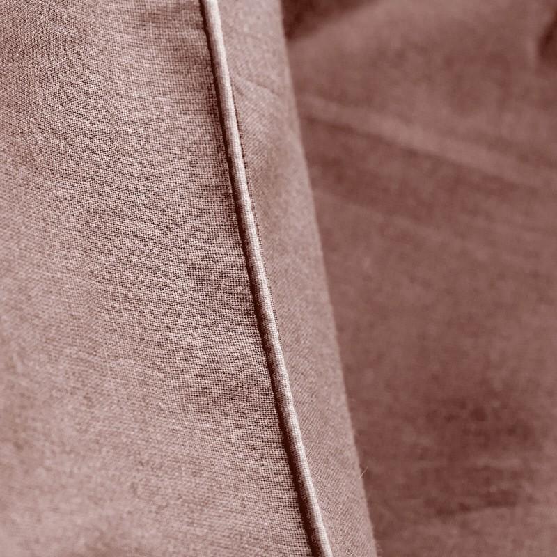 Vrijeme je za ugodno spavanje s modernom pamučnom posteljinom! Posteljina French Rose od renforce platna, lagane i mekane tkanine koja se lako održava. Posteljinu je moguće koristiti s obje strane. Posteljina je periva na 40° C.