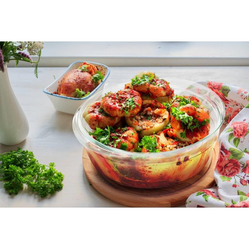 """Stakleni pekač Rosmarino Bake&Go sa poklopcem (2100 ml) modernog dizajna. Vaš novi nepogrešiv """"pomoćnik"""" kod pečenja. Pekač od borosilikatnog stakla je čvrst i otporan na udarce ili mehanička oštećenja. Ne izlučuje štetne tvari u hranu i ne ostavlja umjetni okus ili miris na hrani. Pekač je otporan na visoke temperature u pećnici ili u mikrovalnoj pećnici, primjeren za pohranu u hladnjaku i pranje u perilici posuđa. Idealno pomagalo za pripremu lazanji, gratiniranih tjestenina, pečenje pita, mesa, povrća, riba i slično."""