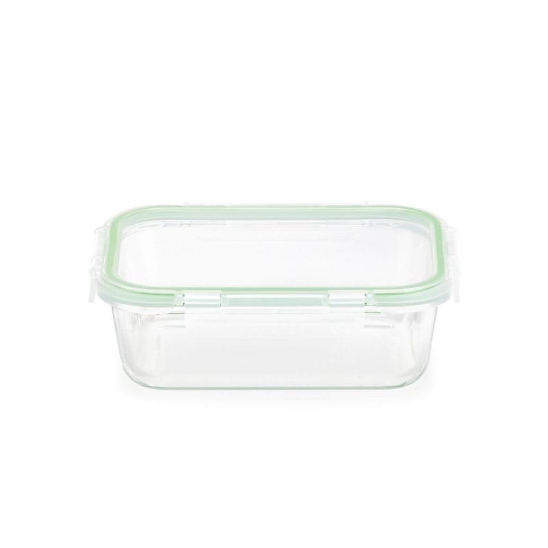 """Stakleni pekač sa poklopcem Rosmarino Bake&Go (1000 ml) modernog dizajna. Vaš novi nepogrešiv """"pomoćnik"""" kod pečenja, spremanja hrane ili obroka na putu. Pekač sa staklenim poklopcem i dodatnom silikonskom brtvom ne propušta zrak i tekućinu te će vas spremanje hrane u posudu ili prijenos na putu zasigurno oduševiti. Borosilikatno staklo je čvrsto i otporno na udarce ili mehanička oštećenja. Ne izlučuje štetne tvari u hranu i ne ostavlja umjetni okus ili miris na hrani. Pekač je otporan na visoke temperature u pećnici ili u mikrovalnoj pećnici, primjeren za pohranu u hladnjaku i pranje u perilici posuđa. Idealno pomagalo za pripremu lazanji, gratiniranih tjestenina, pečenje pita ili za pohranu već pripremljenih obroka. Savršen i za vaše omiljene obroke kada ste na putu."""