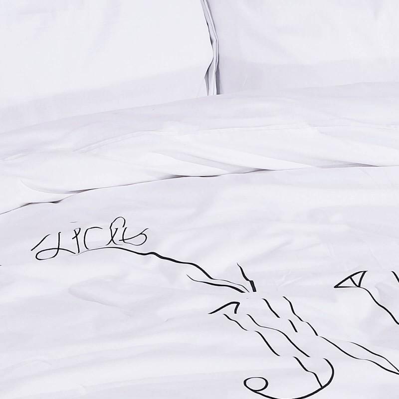 Vrijeme je za potpuno uživanje u modernim pamučnim posteljinama! Posteljina Jump in Bed od renforce platna, mekane tkanine, jednostavne za održavanje. Neka vas oduševi moderan dizajn s printom za udoban i ugodan san. Posteljina je periva na 40 °C.