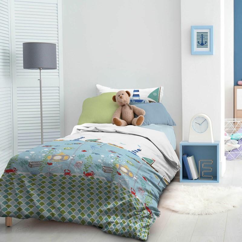 Vrijeme je za miran i udoban san vaših najmlađih! Pamučna posteljina sa zanimljivim dječjim motivom koji će zasigurno oduševiti djecu i odvesti ih u čudesnu zemlju snova. Posteljina Captain Blue od renforce platna, mekane tkanine, jednostavne za održavanje. Posteljina je periva na 40 C°.