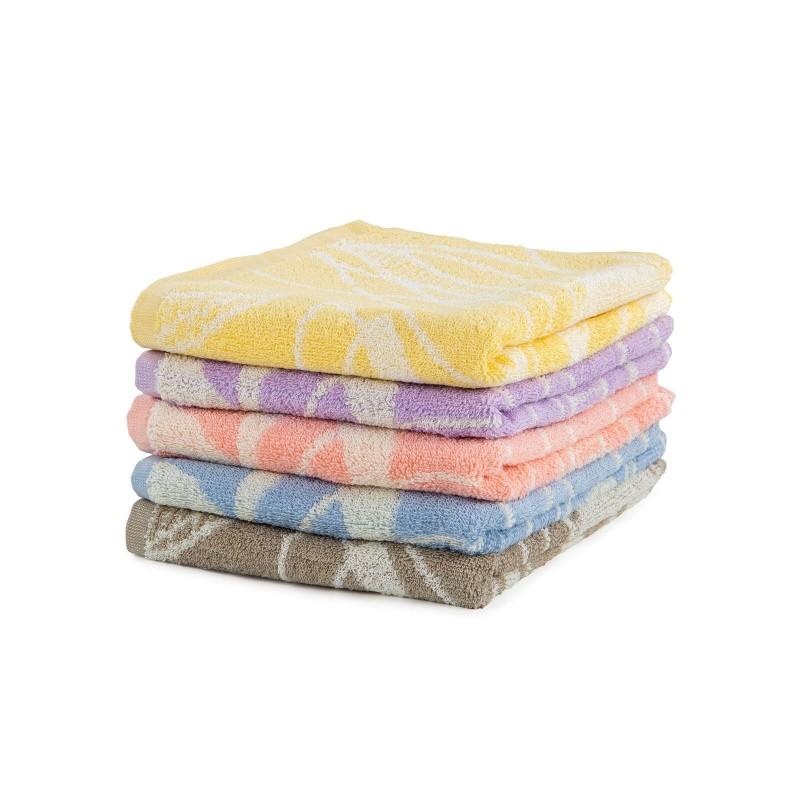 Doživite raskošnu udobnost u svom kupatilu! Kvalitetni peškir Evelin od pamučnog frotira je izdržljiv, mekan, odlične apsorpcije i brzo se suši. Sa žakardnim motivom. Peškir je periv na 60 °C.