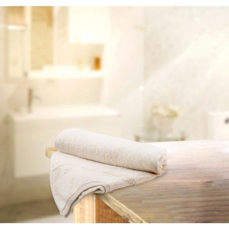 Doživite raskošnu udobnost u svojoj kupaonici! Kvalitetni peškir Viva od prirodnog i nebijeljenog pamuka je veoma mekan, odlične apsorpcije i brzo se suši. Odličan izbor za sve sa osjetljivom kožom. Krase ga predivni leptiri na borduri. Peškir je periv na 60 °C.